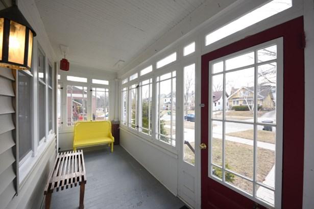Sunroom (photo 2)