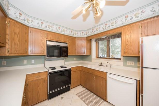 Bright Kitchen w/Ceiling Fan (photo 5)