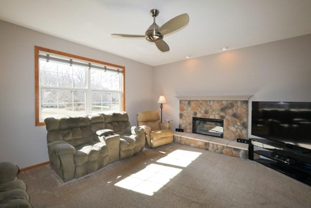 Flex/Living Room (photo 4)