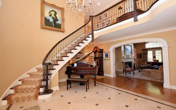 Gracious Foyer (photo 4)