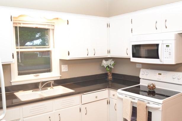 Lower Kitchen (photo 2)