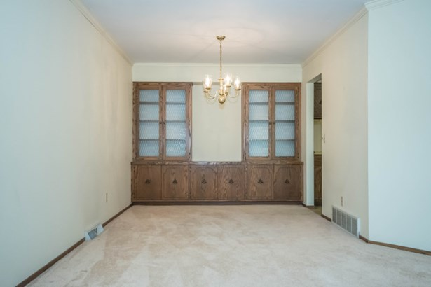 Built In Cabinet in Dining Rm (photo 5)