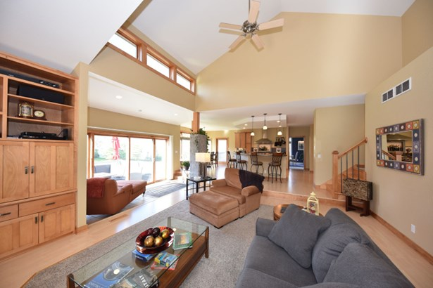 Desirable Open Concept Layout (photo 2)