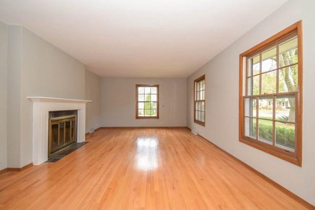 Living Room: Hardwood Floors (photo 2)