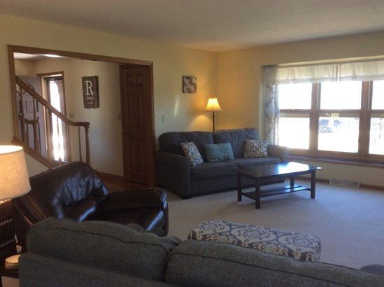 Living Room Off Entry (photo 4)