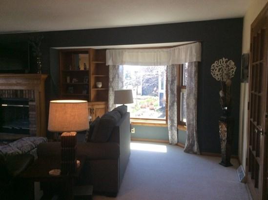 Large Windows Bring in the Sun (photo 5)
