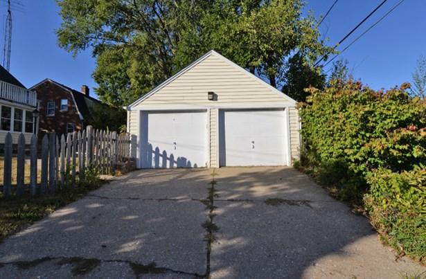2 Car detached garage (photo 2)