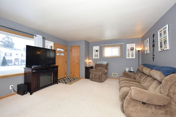 Unit 1 Living Room (photo 2)