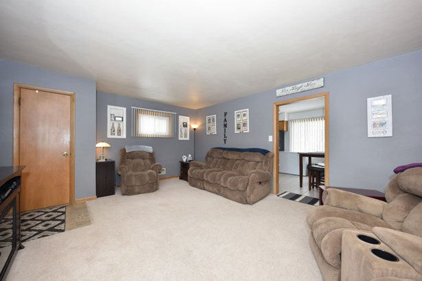 Unit 1 Living Room (photo 3)