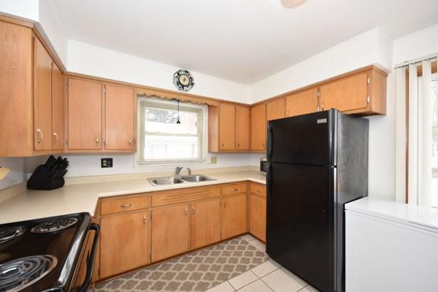 Unit 1 Kitchen (photo 5)