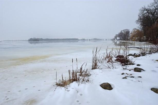Lake Frontage (photo 2)
