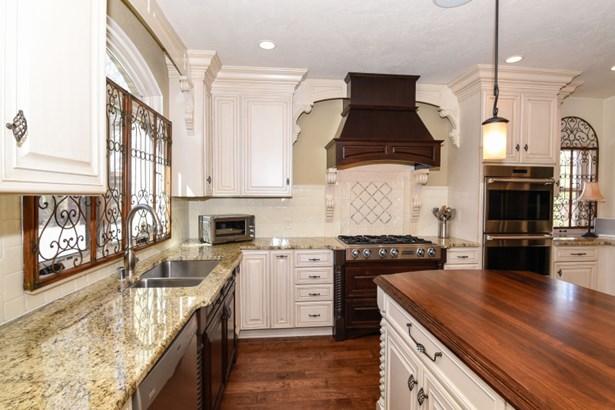 Beautiful Kitchen (photo 5)