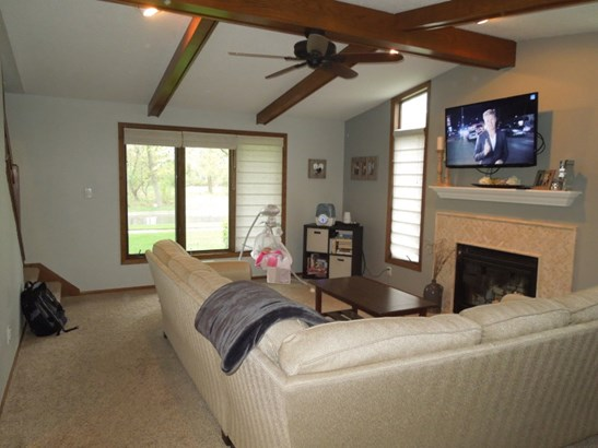 Family Room (photo 4)
