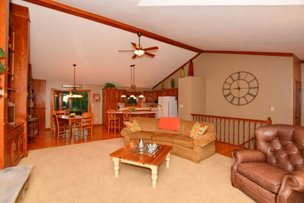 Living Center (photo 4)