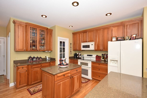 Cherry cabinetry and granite (photo 5)