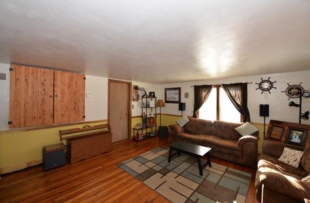 Living Room East (photo 2)