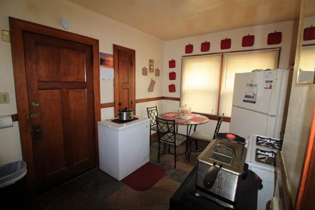 Lower Kitchen (photo 5)