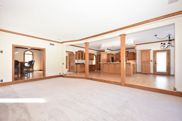 Spacious Great Room (photo 3)