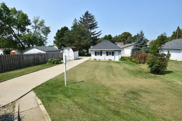 Backyard and Garage (photo 4)