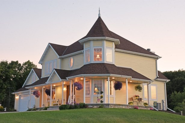Large Porch (photo 1)