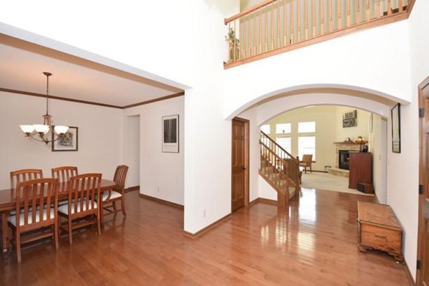 Beautiful Foyer (photo 2)