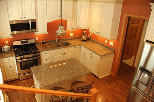 Kitchen island seating (photo 4)