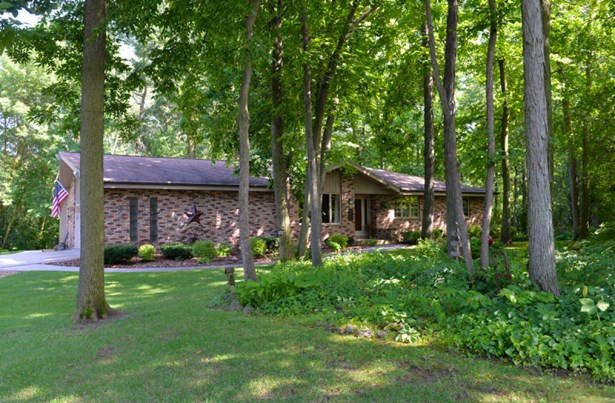Secluded wooded lot (photo 1)