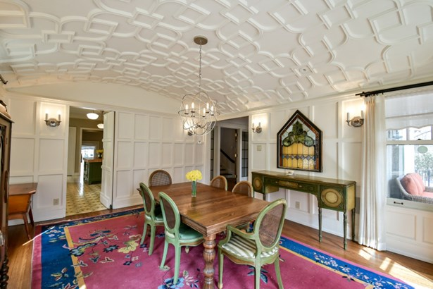 Light filled dining room (photo 5)