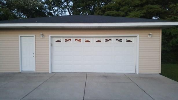 3 Car Garage (photo 2)