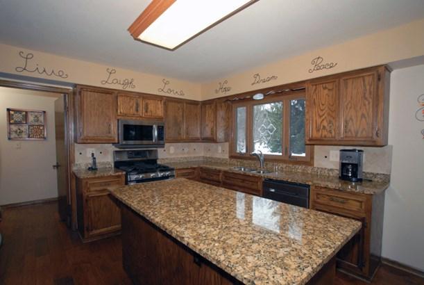 Granite counter tops (photo 2)