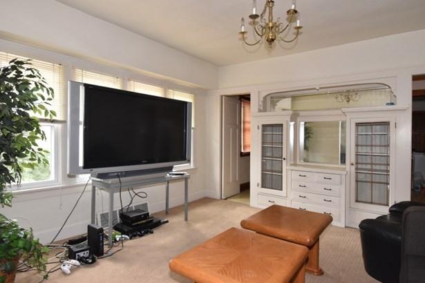 Family Room (photo 5)