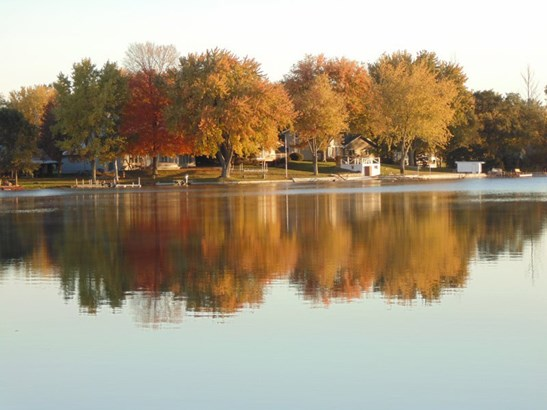 Fall Colors Over the Lake (photo 3)