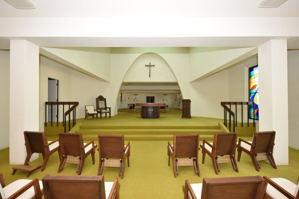 Chapel (photo 2)