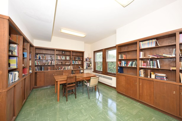 Library (photo 5)