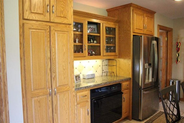 Kitchen with second Oven (photo 4)