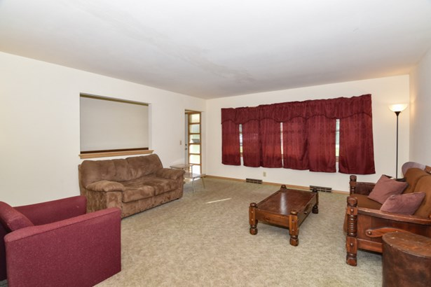 Opens to dining room (photo 4)
