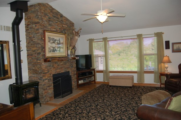 open concept great room (photo 5)