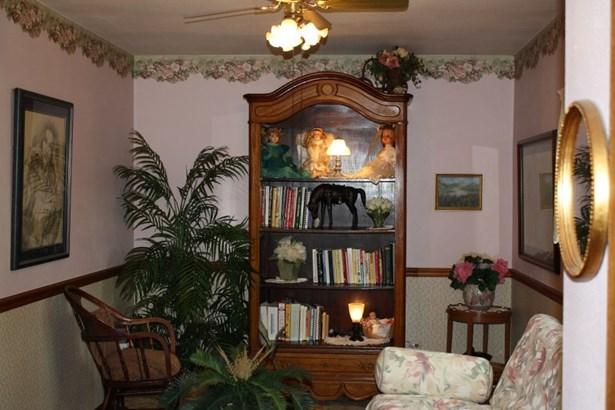 Main Floor Master Bedroom (photo 5)