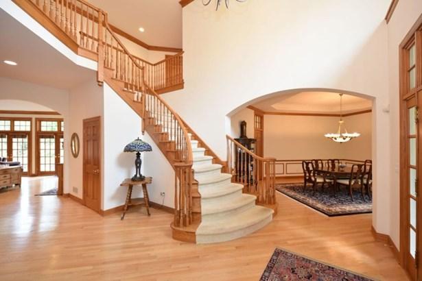 Gorgeous Stairway & Entry (photo 4)