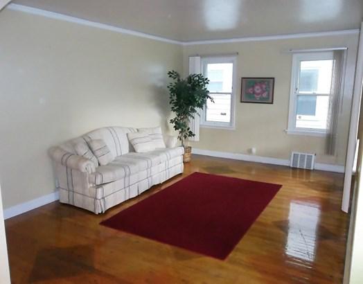Bright & Sunny Living Room (photo 2)