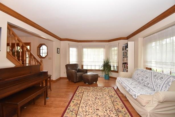 Bayed Living Room (photo 3)
