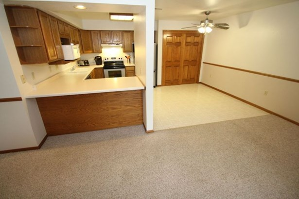 Open Concept Floor Plan (photo 5)