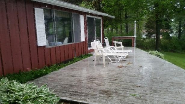 Deck (photo 4)