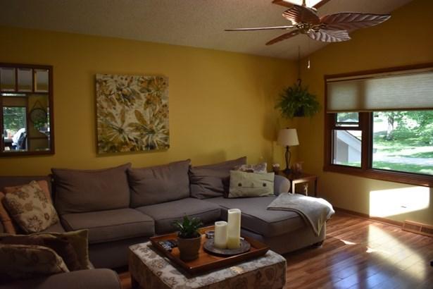 Main Level Living Room (photo 5)