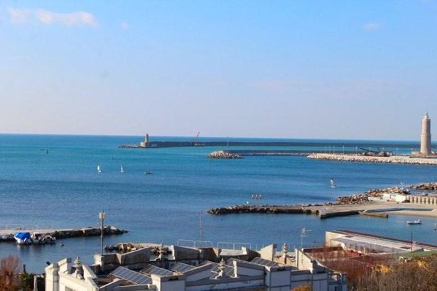 Livorno - ITA (photo 1)