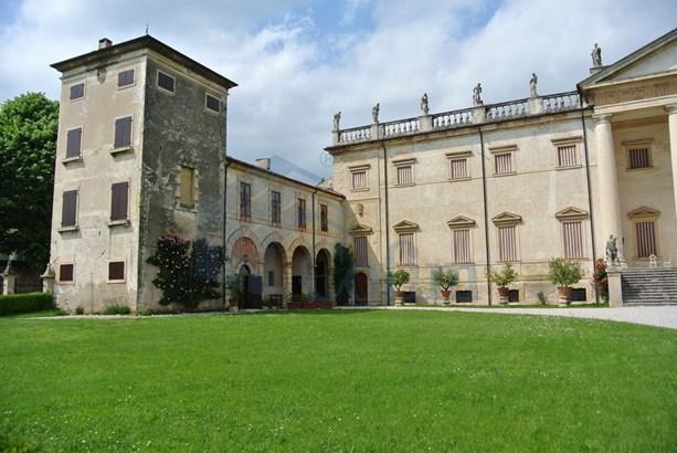 Piazza Della Libertà - Villa Carlotti , Verona - ITA (photo 1)