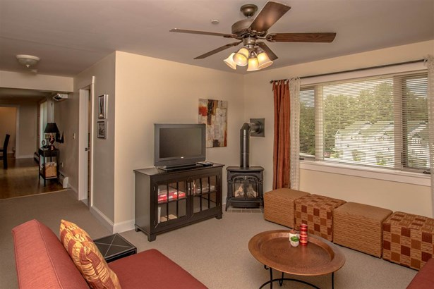 Condo, New Englander - Conway, NH (photo 5)