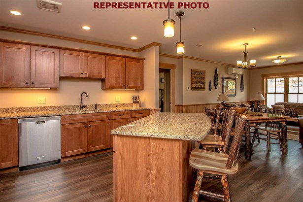 Contemporary,Top Floor, Condo - Conway, NH (photo 5)