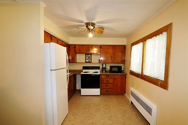 Ranch,Split Level, Single Family - Berlin, NH (photo 2)