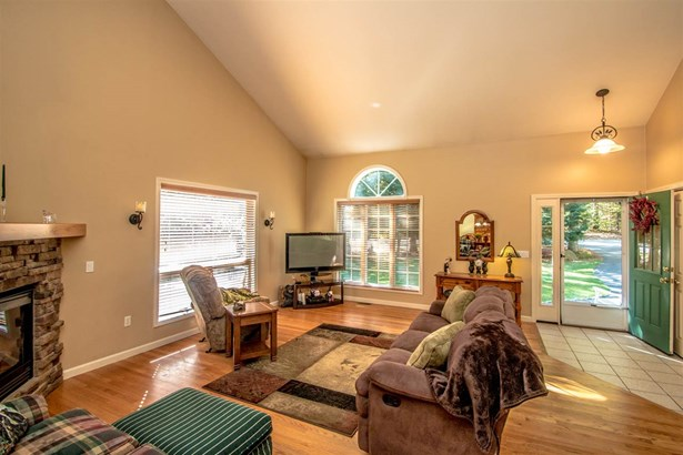 Contemporary,Walkout Lower Level, Single Family - Conway, NH (photo 4)